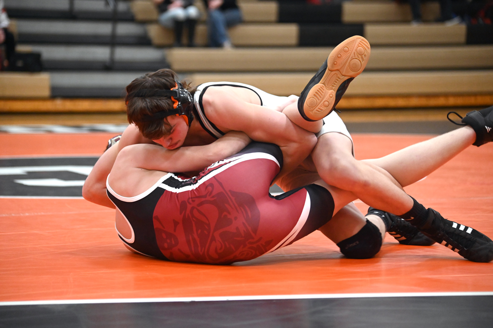 Hayden Hentkowski pinned his opponent in 25 seconds in the district championship. (Photo by Richard Lamb)